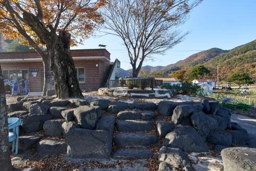 범의 피해를 막으려고 세운 경남 고성 석마리 석마