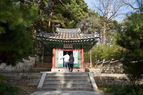조선의 화가이자 문인이며, 율곡과 매창의 어머니, 신사임당