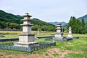 과거, 현재, 미래를 상징한 성주사지 석탑