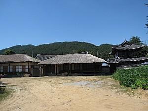 초가, 기와, 일본식 건축이 조화를 이룬 청양 윤남석 가옥