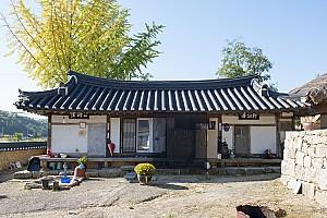 다양한 부속건물이 조화를 이룬 봉화 송석헌 고택