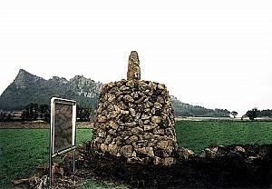훼손된 탑을 주민들이 다시 쌓은 제주 인성리 방사탑
