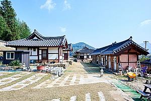 마을 높은 곳에 자리잡은 김선기 가옥