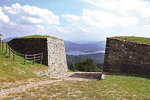 테뫼식 석축의 으뜸 대전 계족 산성