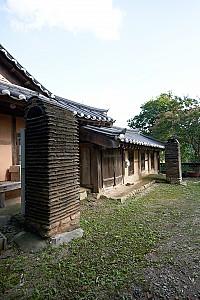 배산임수(背山臨水)에 자리한 동해 심의관 고택