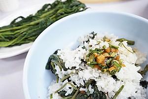 식구는 많고 쌀은 없을 때 양을 늘려서 먹던 곤드레나물밥