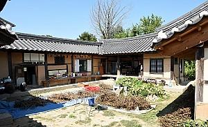 부엌 중심으로 연결된 김탄행 묘막, 원주 김두한 가옥