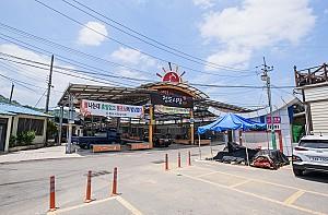민속놀이인 소싸움으로 상징되는 청도의 청도시장