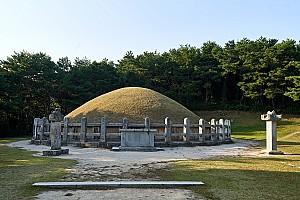 십이지신상이 이중 배치된 경주 김유신묘