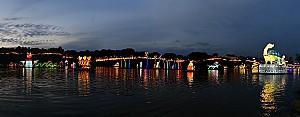 남강에 유유히 떠있는 아름다운 등의 향연 '진주남강유등축제'