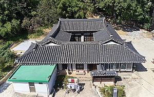 연등천장과 두둥불이 있는 동해 김진사 고택