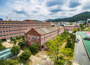 선비의 정신을 갖춘 상업 인재를, 청주 대성고등학교 본관